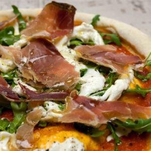 Пицца Прошутто Крудо со страчателлой