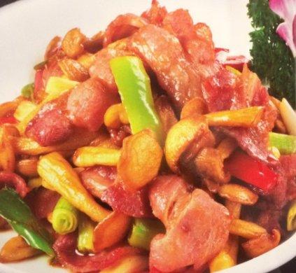 Свинина с грибами и овощами 板木耳肉片