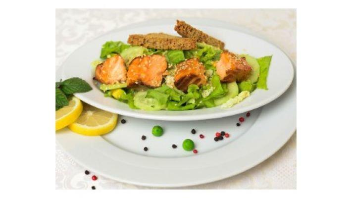 Зелёный салат [с лососем татаки]