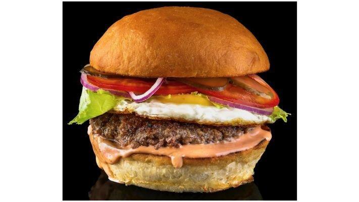 Гамбургер [с говяжьей котлетой и яйцом]