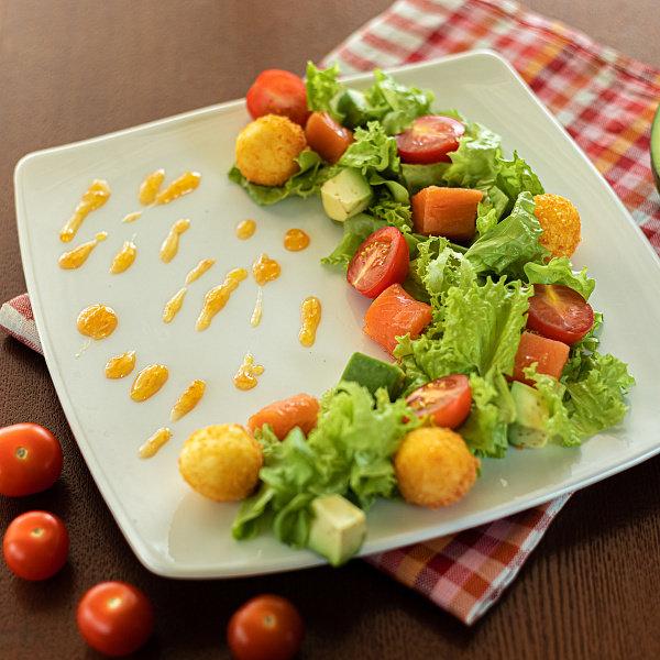 Салат из сёмги слабой соли с авокадо