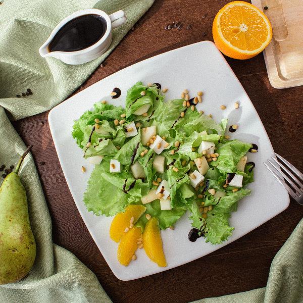 Салат с грушей, Брынзой и авокадо