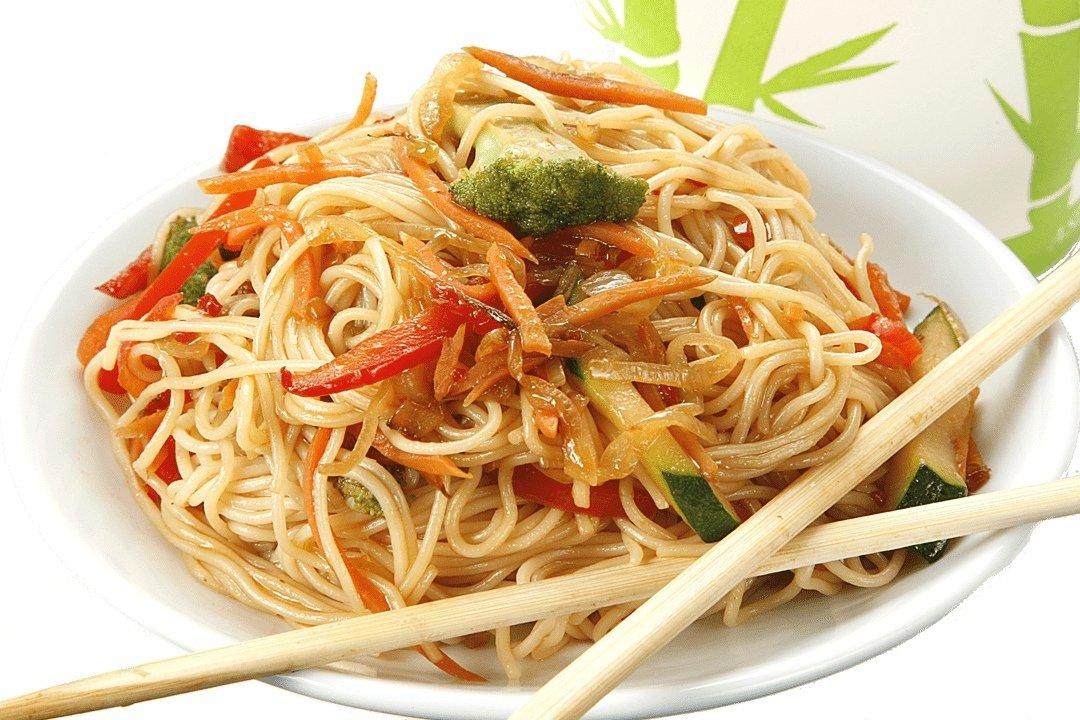 Wok яичная с овощами.
