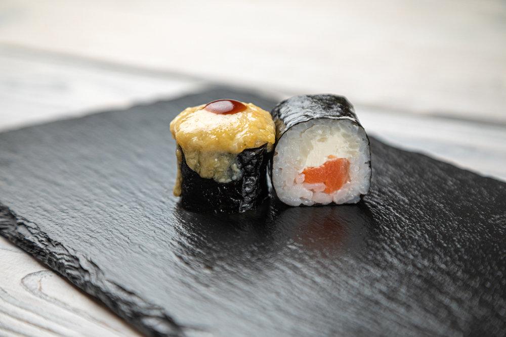 Ролл запеченный с лососем терияки 2+1