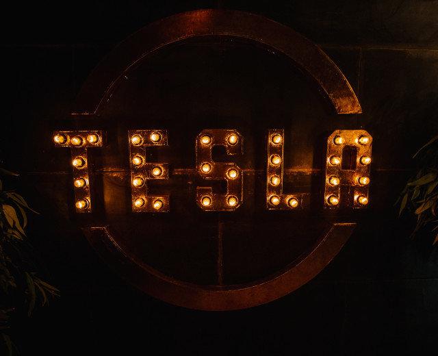 Tesla bar&grill