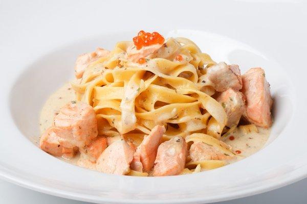 Феттучини с лососем (300 гр.)